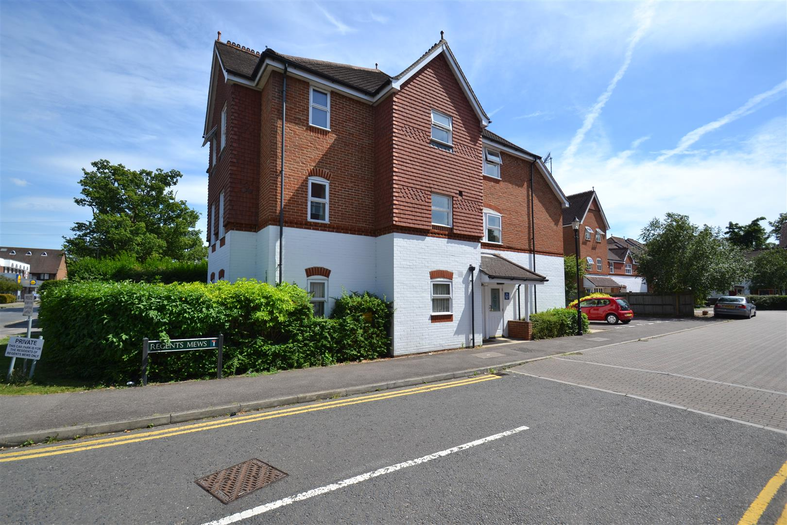 1 Bedroom Flat for sale in Regents Mews, Horley
